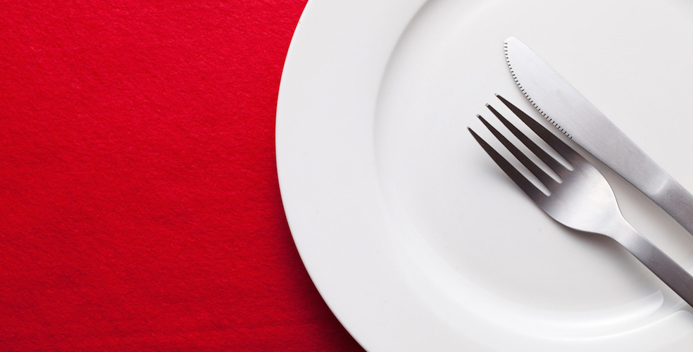 fork-knife-red-table-984x500