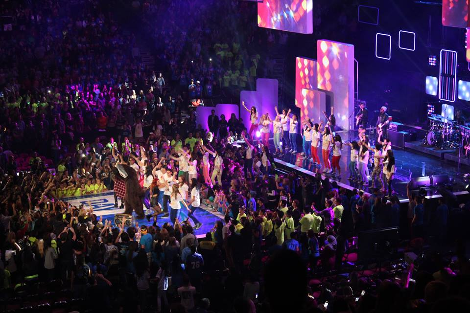 Dancers join Avril Lavigne onstage to close the show. Photo by Hillary Nguyen-Don.
