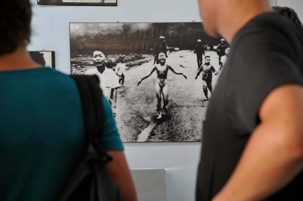 The iconic photo of Nick Ut (Courtesy of Emilio Labrador)